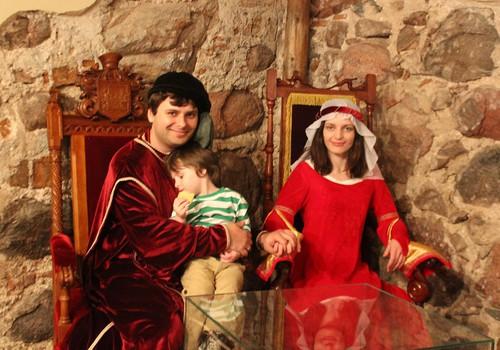 Средневековая мечта для … троих