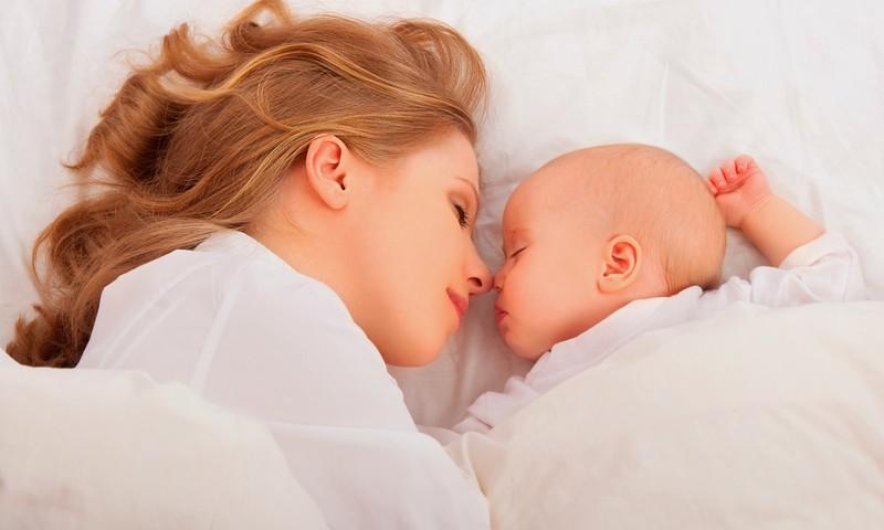 Заметки консультанта: детский сон и грудное вскармливание. Мифы и реальность