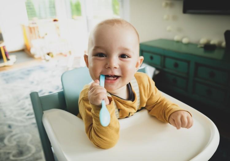 Выбираем правильную первую посуду для малыша