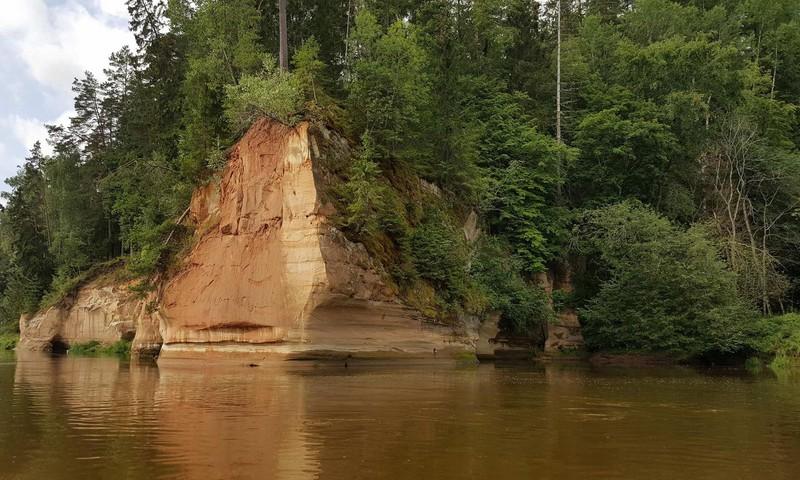 Плыла, качалась лодочка по Гауе реке