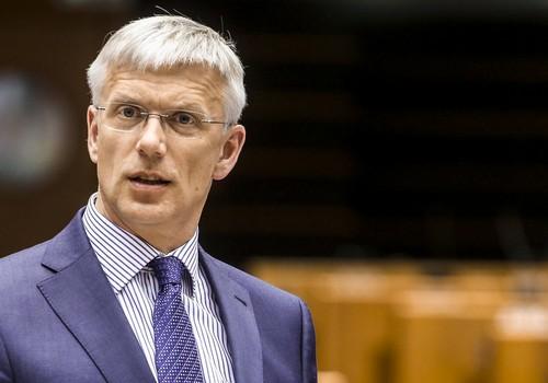 Кариньш предложит определиться с решением об одноразовом пособии в размере 500 евро для семей с детьми