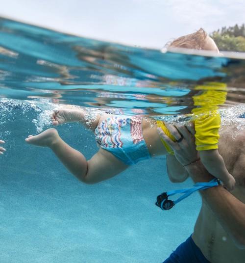 5 хитростей, которые помогут вашему малышу полюбить купание