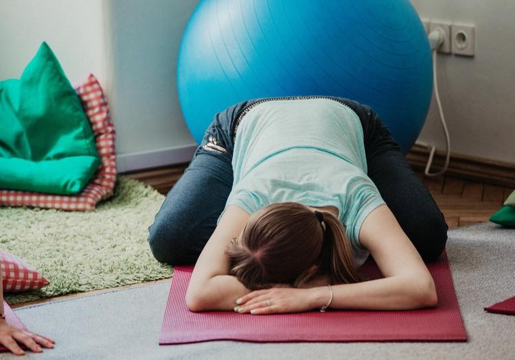 Йога для беременных подготавливает к гармоничным родам. Запишитесь на занятия онлайн!