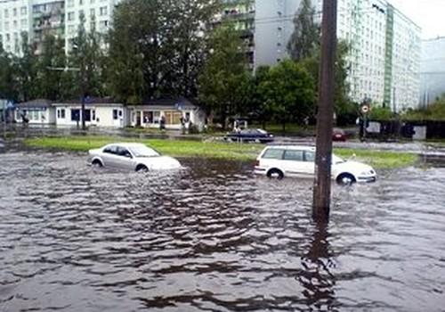 Ливень парализовал улицы Риги