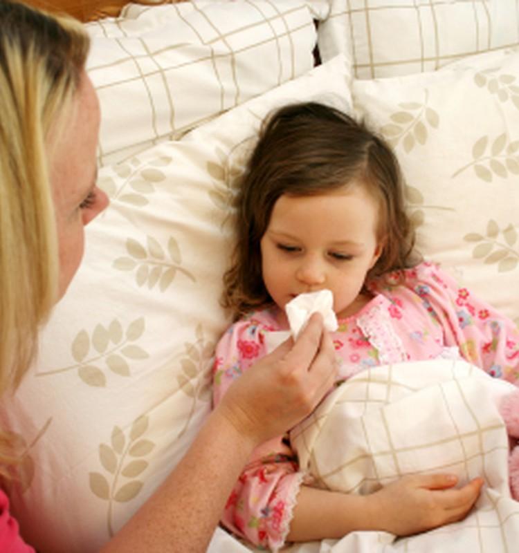 Народные средства: чем можно и нельзя лечить детей