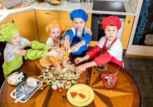 ГОТОВЯТ ДЕТИ: Греческий салат. Рецепт в картинках