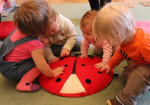 Развивающие занятия для самых маленьких – что зачем, да почему