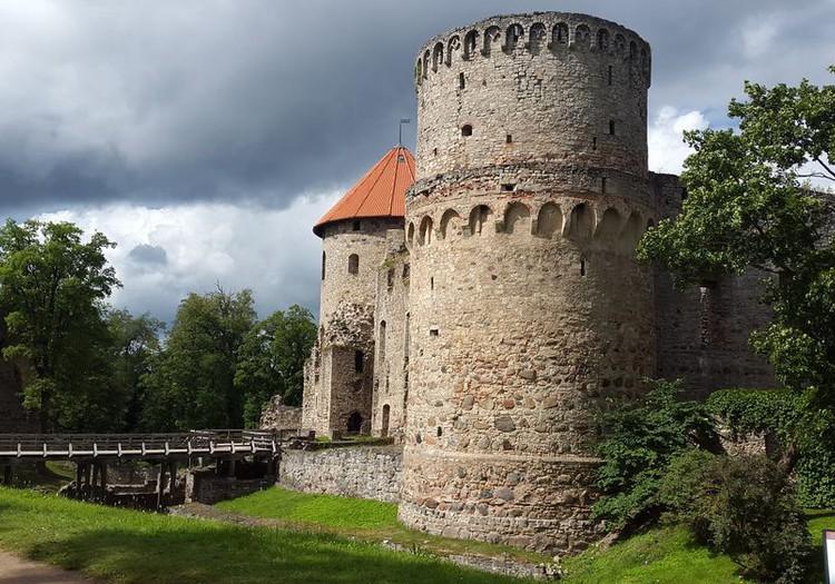 Немного о Цесиcском замке (руинах)