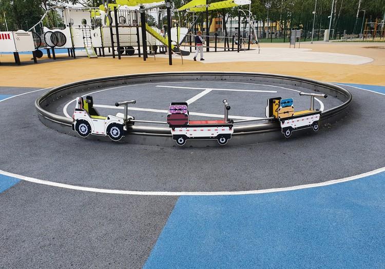 Несколько детских площадок в Риге