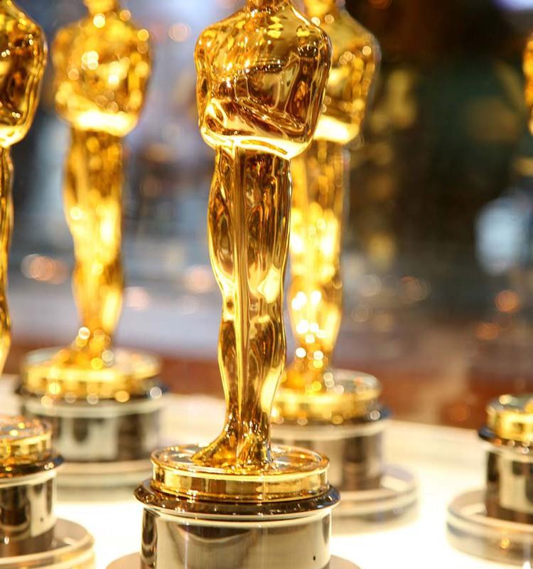 And Oscar goes to... (В номинации на лучший семейный Т/Ц.)