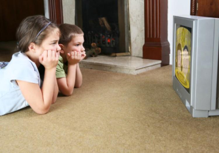 Чем опасен для детей телевизор