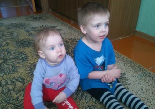 КЛУБ ПОГОДОК: А  ваши дети копируют друг друга?