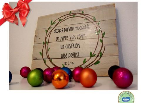 Праздничный каталог подарков Huggies®: Необычный подарок на праздник – декор из старых досок