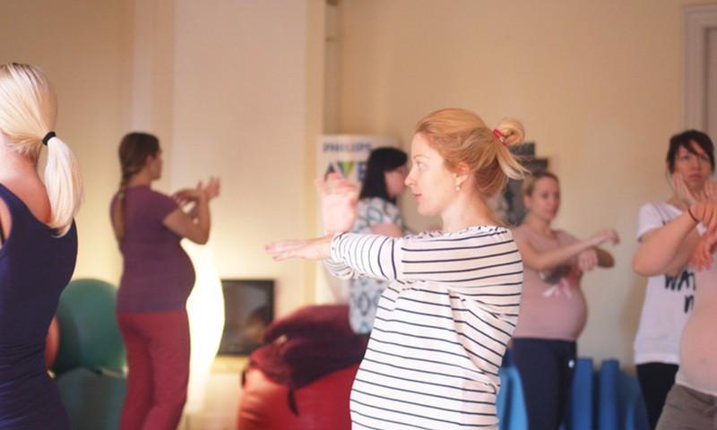 Посещать гимнастику для будущих мам можно с 12-й недели