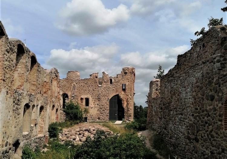 Летний гид: Замок Ливонского ордена