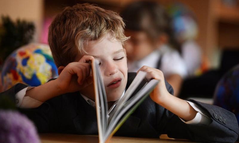 """Конкурс: расскажи о любимой книге своего школьника и выиграй билет на представление """"Gudra Rīga""""!"""