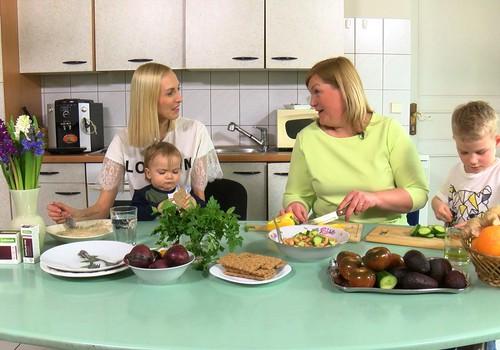 ВИДЕО Māmiņu klubs: Как правильно избавиться от лишних килограммов после родов?