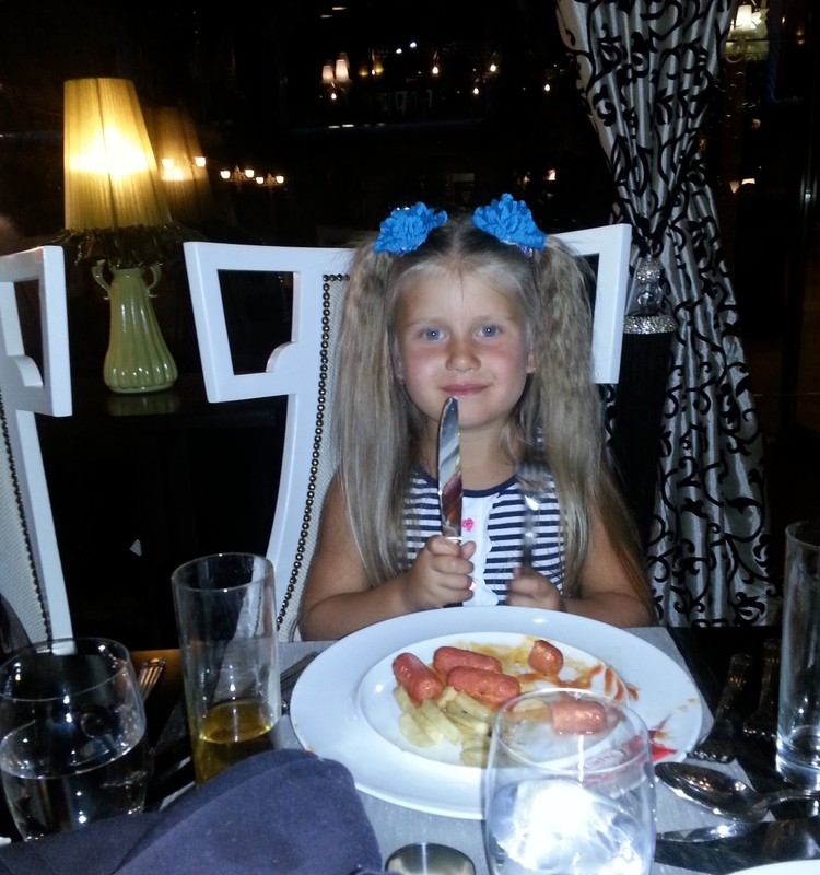 ГОТОВЯТ И ФОТОГРАФИРУЮТ ДЕТИ - Кира: Кушать подано