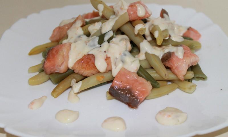 Стручковая фасоль с лососём под сливочным соусом