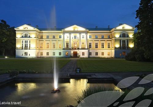 Осенние прогулки: дворец Межотне - ярчайший образец классицизма в Латвии