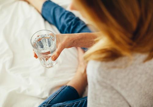 Больше половины жителей Латвии ежедневно выпивают только литр жидкости или даже меньше