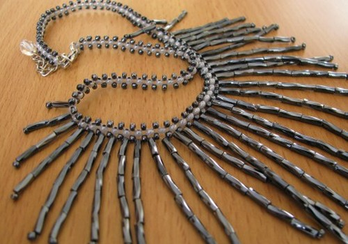 Шедевры создаются даже из одной нитки и горстки бисера
