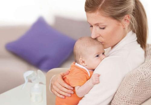 Сцеживание и хранение грудного молока