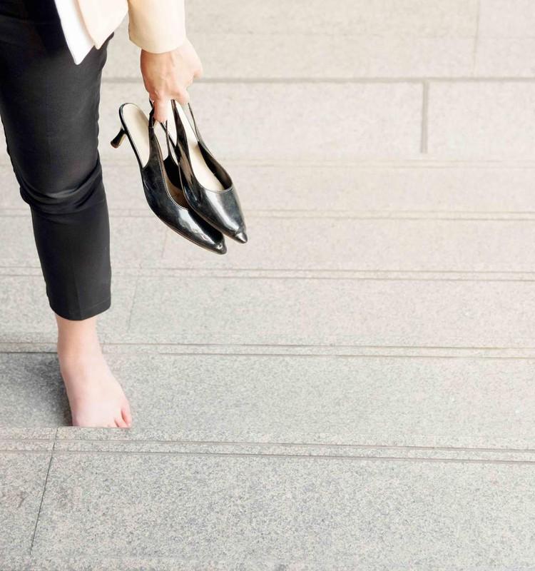В жаркую погоду отекают ноги. Как это уменьшить?