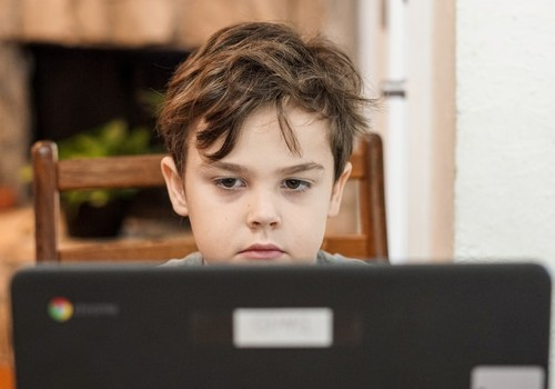 Опрос: 77% родителей обеспокоены неопределённостью в дальнейшем учебном процессе