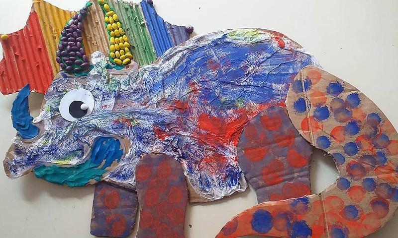 Дома с мамой: создаём динозавра!