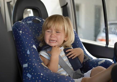 КРИК ДУШИ: ребёнок закрыт в машине один... умышленно?!