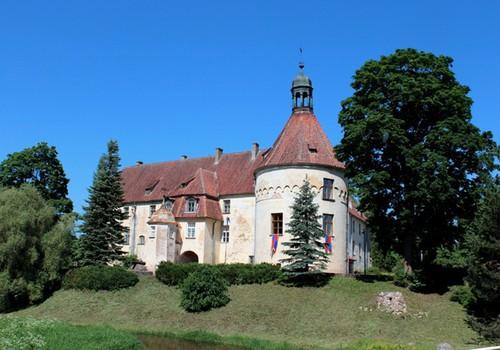 """Приходи на средневековый праздник """"Женихи для дочки барона"""" в замке Яунпилс 10 августа"""