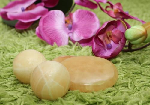 ФОТО: Как проходит массаж полудрагоценными камнями