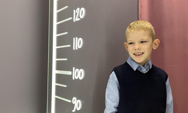 АРИНА: Егорка уже школьник