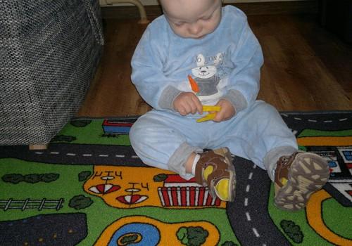 Малыш сломал прищепки - не беда!
