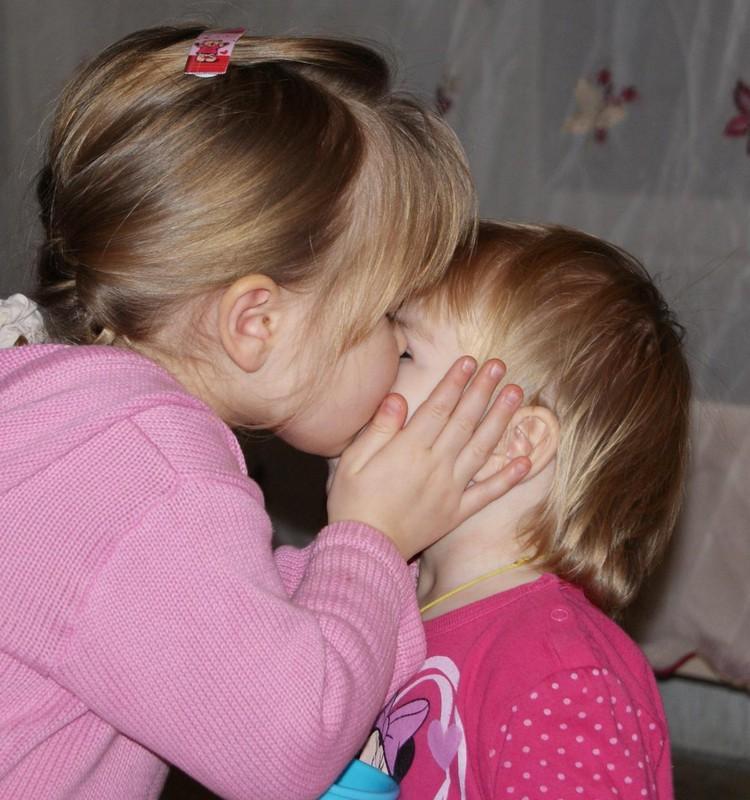О младшей сестричке замолвлю я слово