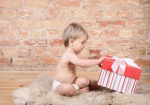 Сколько подарков стоит вручать ребенку в Новый год?