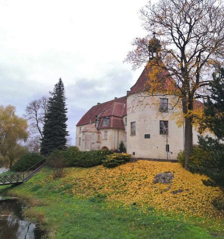 Осенние прогулки: средневековый замок Яунпилс и окрестности