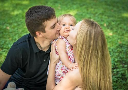 Только маленькие дети могут любить вас искренне, нежно, преданно и доверять вам во всем