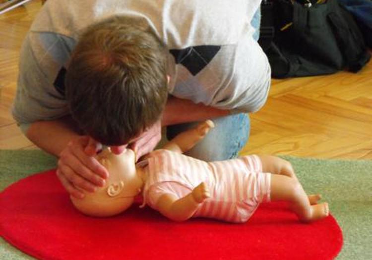 Как оказать ребенку первую помощь: приходи на занятие в МК!