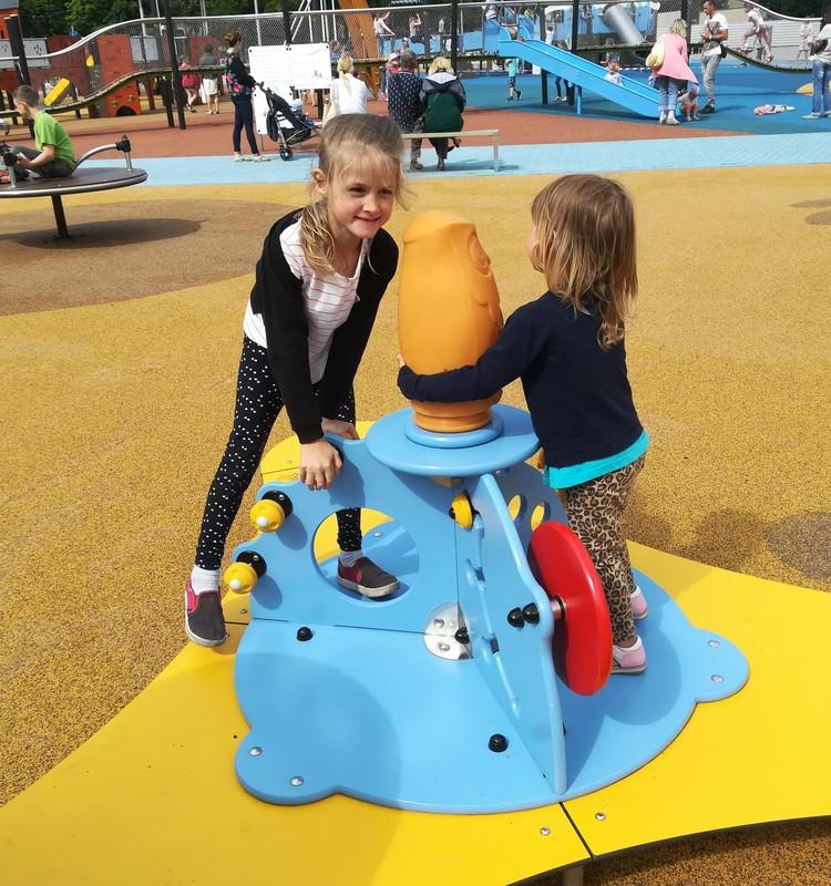 Самая большая детская площадка Риги открыта!