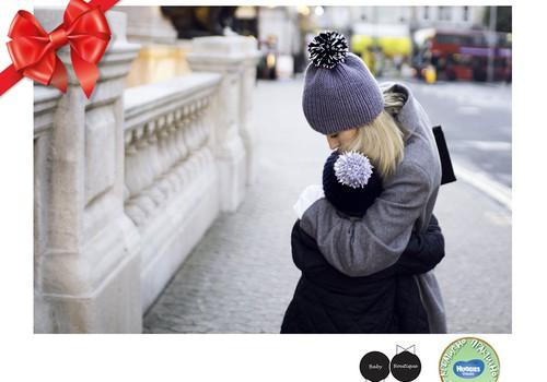 Праздничный каталог подарков Huggies®: Тёплые, стильные, видимые шапочки - www.babyboutique.lt