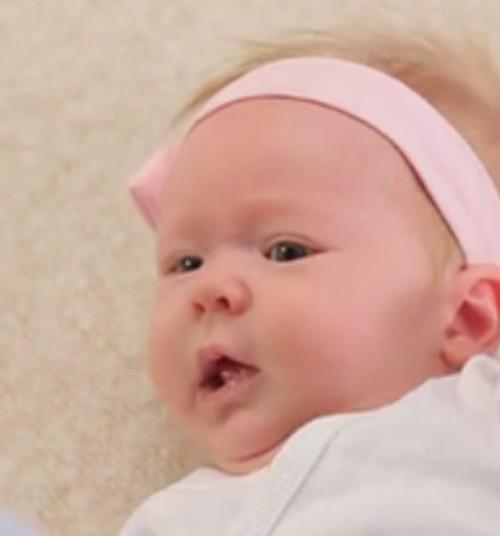 """Видеосериал Māmiņu klubs """"Малыш в Твоих руках"""": Как правильно поднимать малыша"""