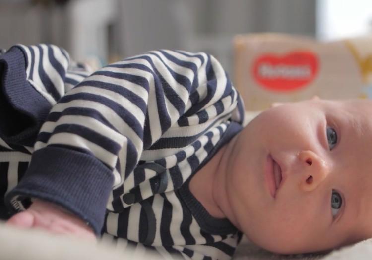 ВИДЕО: меняем подгузник новорожденному
