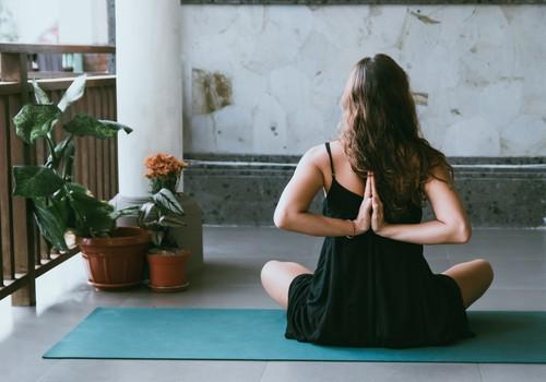 """Приглашаем на бесплатный вебинар """"Медитация и роды: как помочь себе проживать боль?"""" 8 мая"""