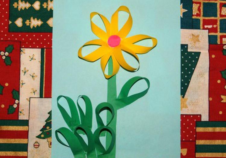 Цветочек из полосок цветной бумаги