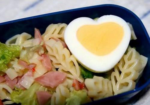Как приготовить вареное яйцо в виде сердечка?