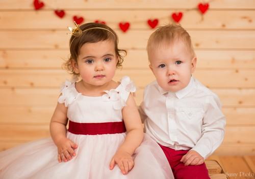 Итан и Элли поздравляют любимый Мамин Клуб с 14 февраля!