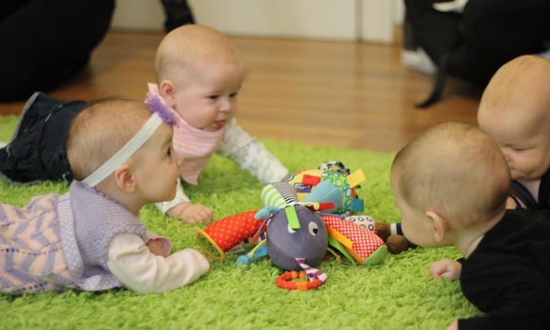 МАСТЕР-КЛАСС: Во что играть с малышом 4-8 месяцев