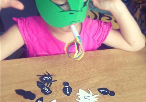 Дома с мамой: ловим буквы с хамелеоном!